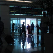 Гражданка Туркменистана пыталась скрытно провезти через минский аэропорт почти $100 000