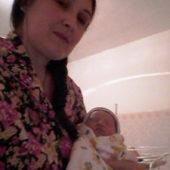 Украинка Елена Проценко родила дочь от студента из Туркменистана