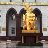 Один из главных памятников Туркменбаши демонтирован?