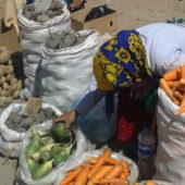 Без овощей не сваришь щей, а без риса – плова. Весенний обзор цен на продукты питания в Туркменистане