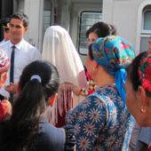 На Аллаха надейся? Почему религиозный обряд никах стал все чаще вытеснять светский