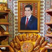 В Туркменистане вновь меняют портреты президента
