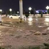 После продолжительных дождей город-рекордсмен Ашхабад «утонул» (видео, фото)
